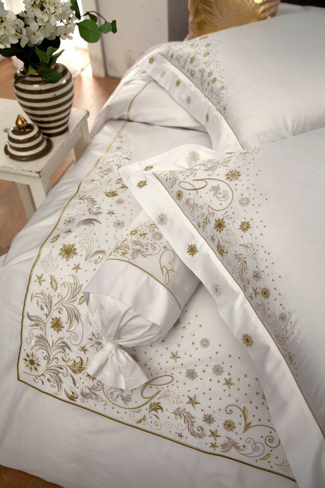 COTTON SATEEN WOVEN BED SETS WITH GOLD EMBROIDERED